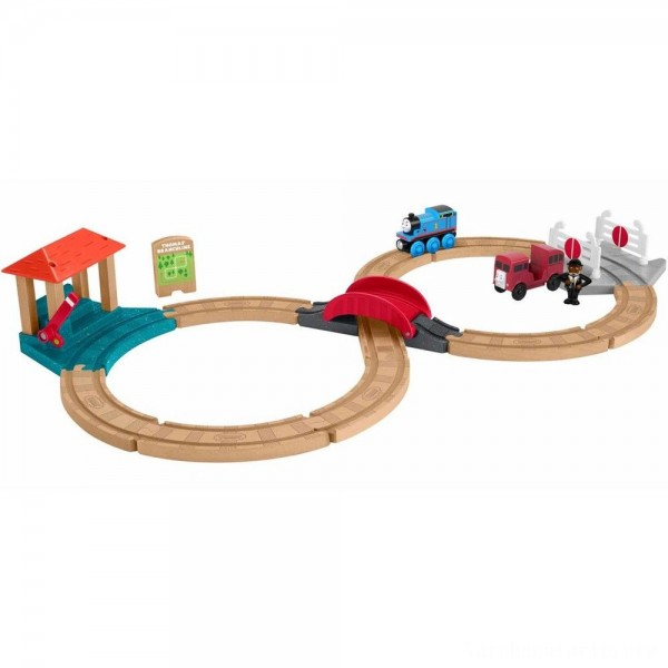 Black Friday - Fisher-Price Thomas & Friends Wood Racing Figure-8 Set